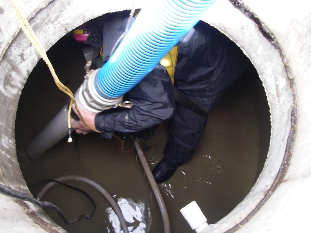تنظيف وتعقيم خزانات المياه